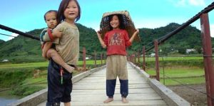 cambodia MG_5647_kids_on_the_bridge_Sin_Ho_Lai_Chauhitt-cambodia-tourism-training-461x230